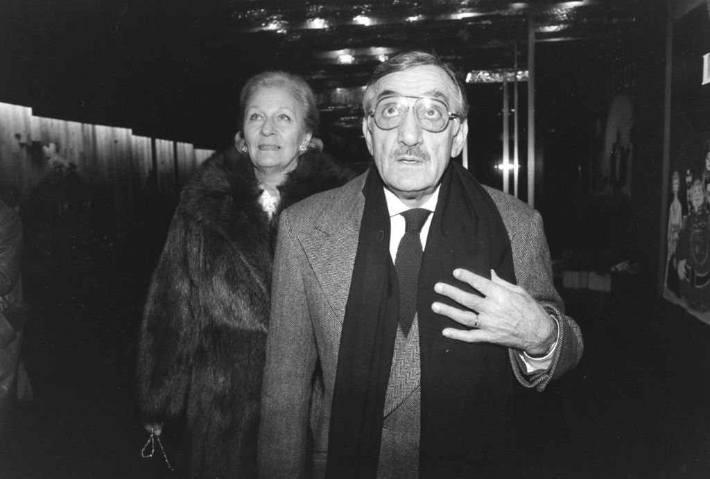 Lino Ventura et sa femme Odette lors de la 1ère du film 'Canicule' à Paris le 11 janvier 1984, France. | Photo : Getty Images