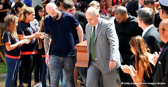 La famille et les proches d'Emiliano Sala se sont réunis pour rendre hommage lors de ses funérailles (photos)