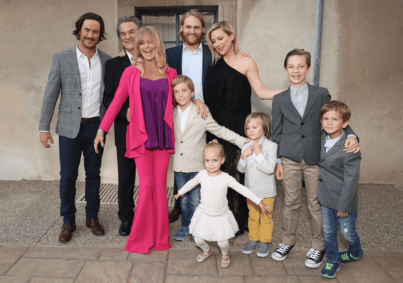 Goldie Hawn and Kurt Russell with their family and grandkids. | Source: Getty Images