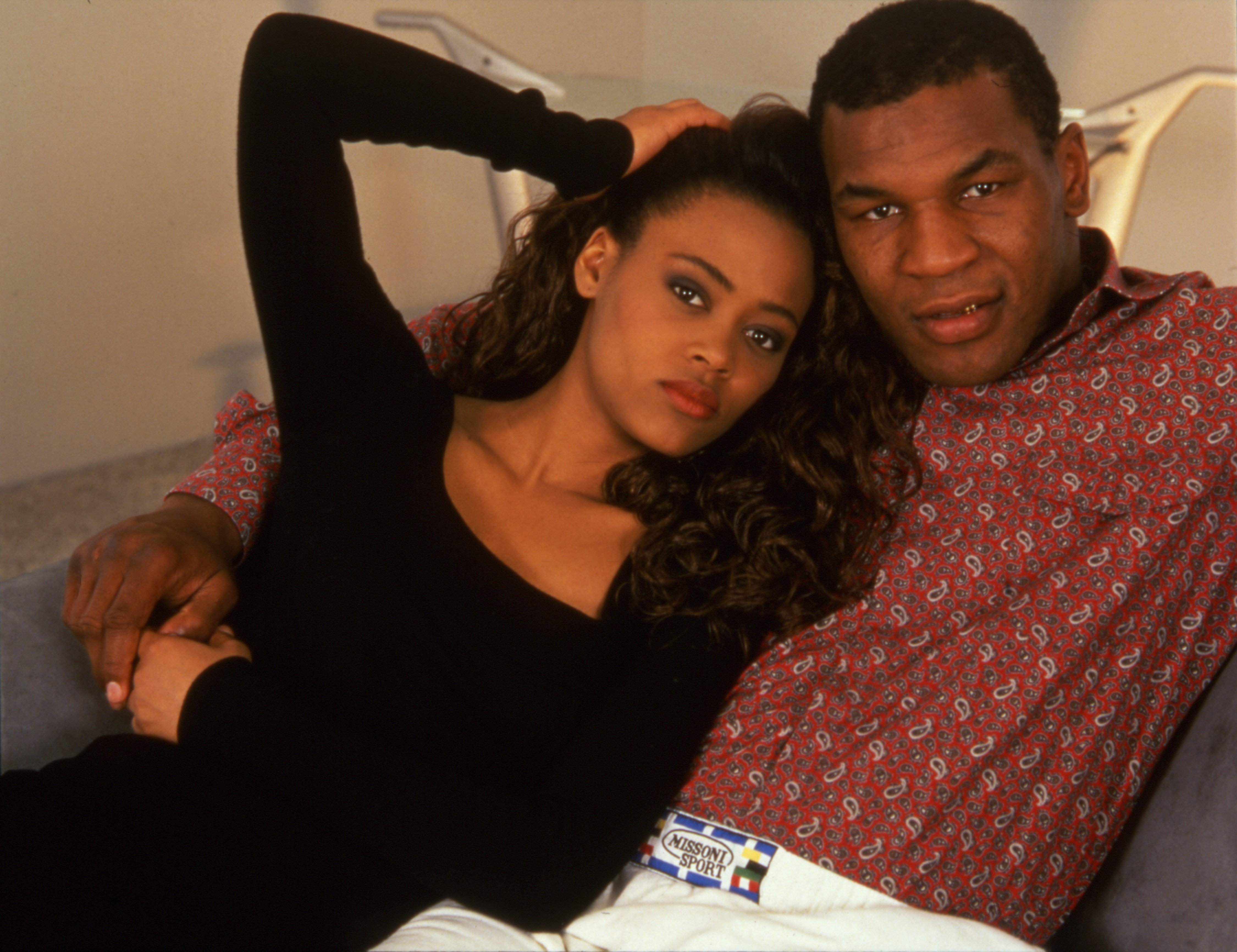 Mike Tyson and his wife, actress Robin Givens, in their new home, Los Angeles, California, May 1988 | Photo: Getty Images