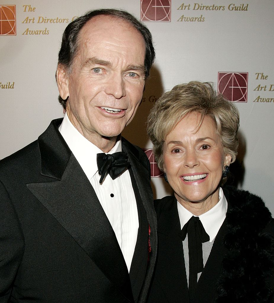 L'acteur Dean Jones et sa femme Lory Jones arrivent à la 10e cérémonie annuelle des Art Directors Guild Awards | Getty Images
