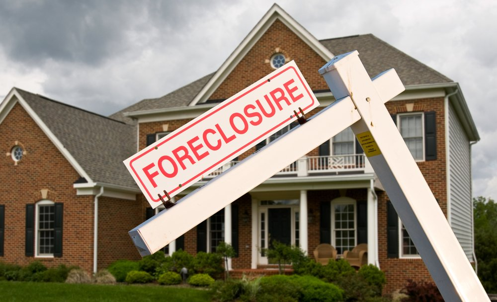 A photo of a home up for foreclosure | Photo: Shutterstock