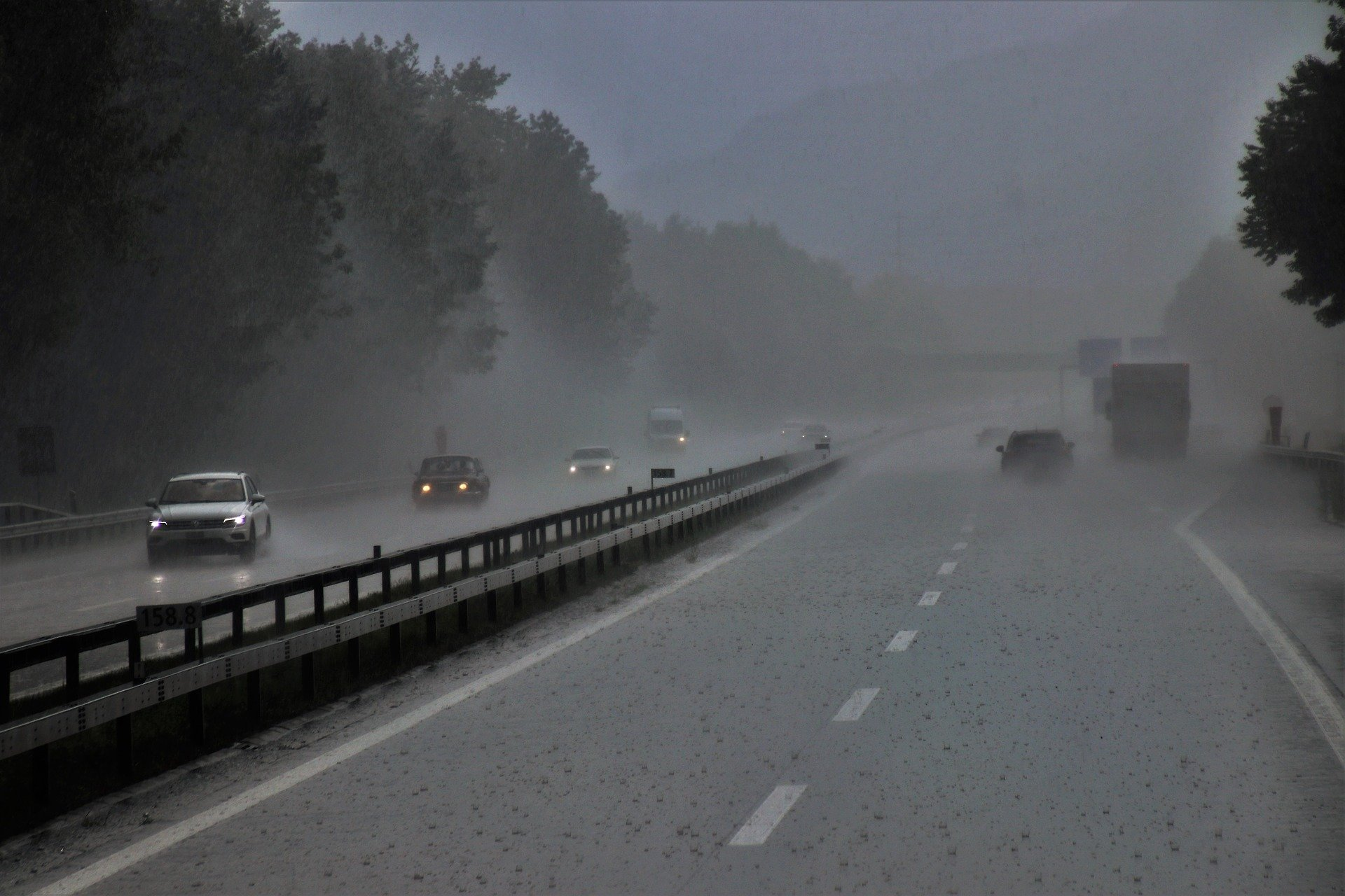 Pictured - Vehicles traveling on the highway during the rain and misty conditions | Source: Pixabay