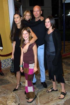 "Demi Moore and Bruce Willis with their daughters Rumer (R) and Scout arrive at the premiere of the film ""Bandits"" October 4, 2001 in Westwood, CA. 