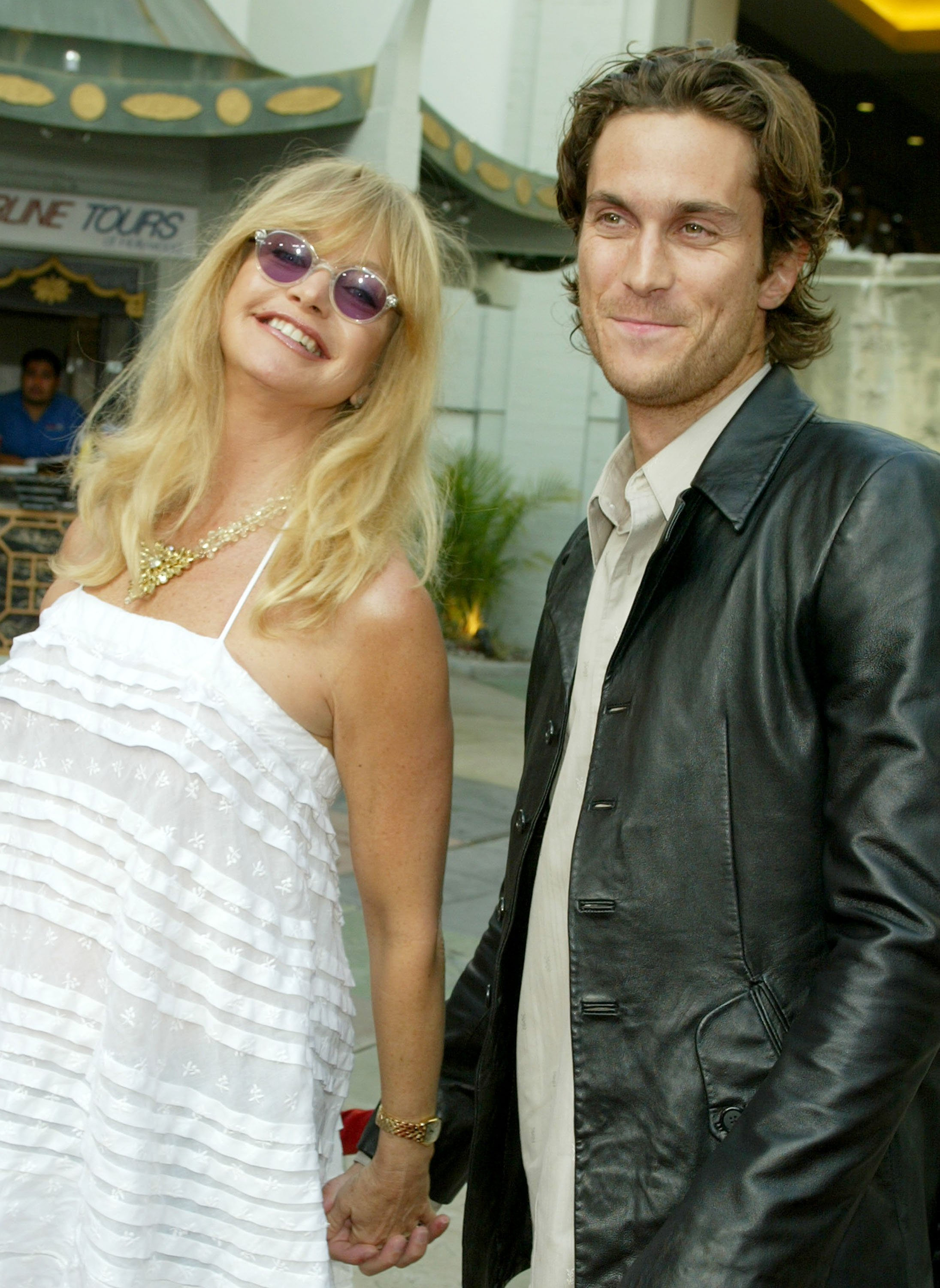 Goldie Hawn et son fils Oliver Hudson assistent à la première d'Alex & Emma au Grauman's Chinese Theatre le 16 juin 2003 à Hollywood, en Californie.  |  Source : Getty Images.