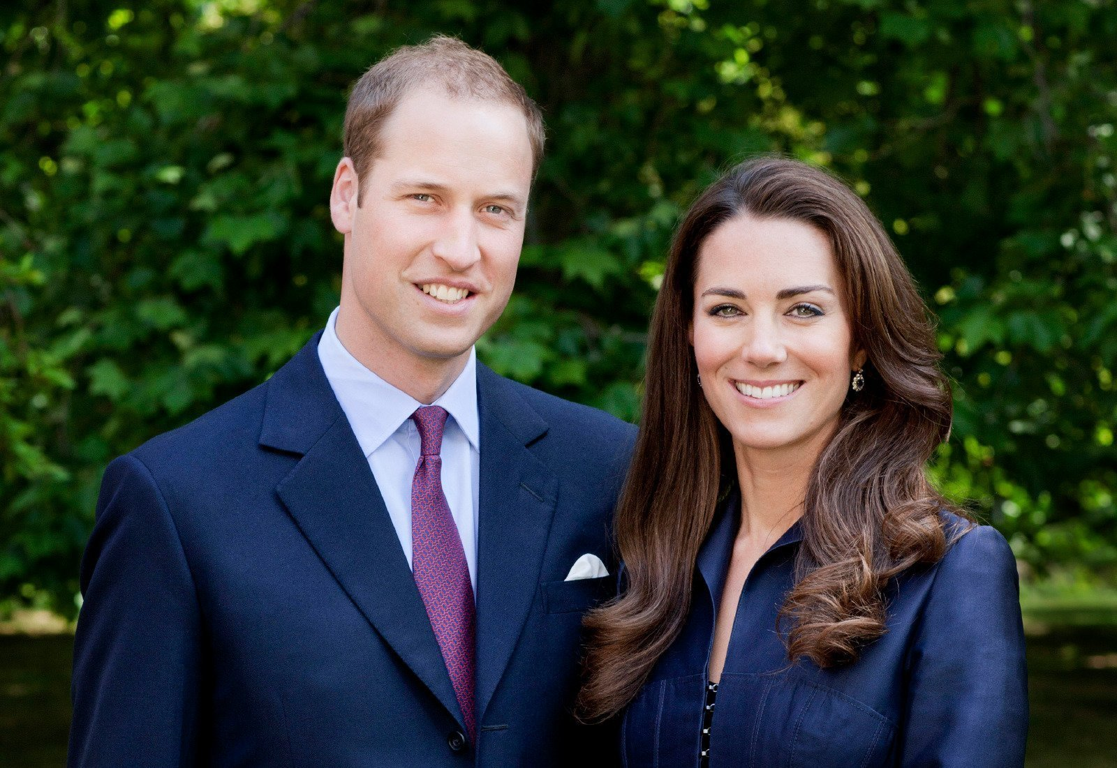 Prince William and Kate Middleton pose for a portrait in the Garden's of Clarence House on June 3, 2011. | Source: Getty Images