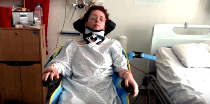 Photo d'Harriet après son accident et son opération. | Source: Youtube/West Midlands Fire Service