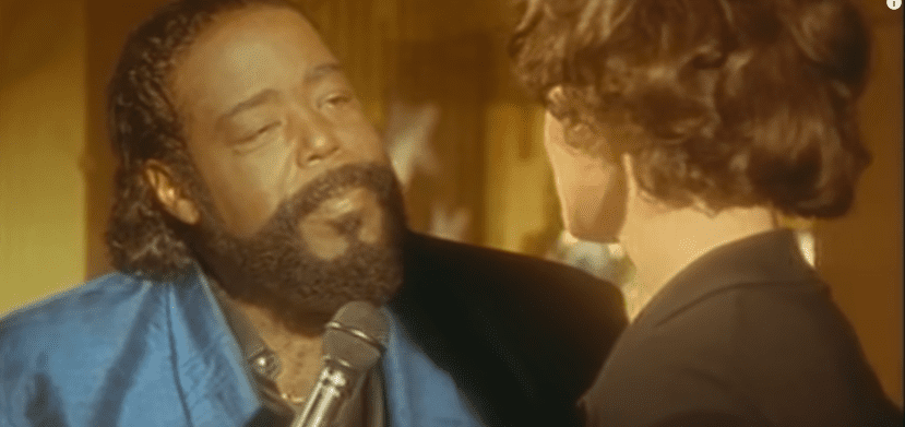 Lisa Stansfield, Barry White - All Around the World. | Photo : Youtube/Barry White