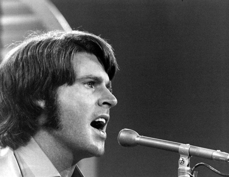 Rick Nelson performing on the television program The Jim Nabors Show, 1970. | Photo: Wikimedia Commons Images