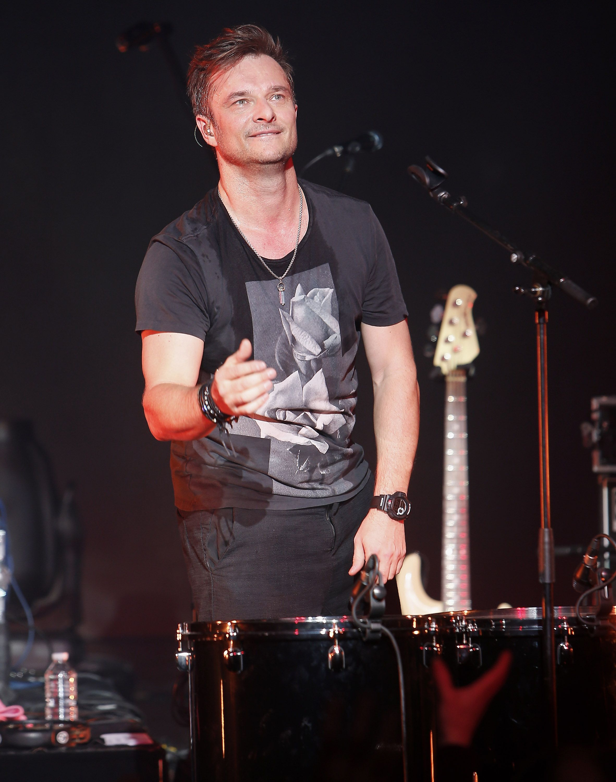 David Hallyday et se produisent en direct au Théâtre Comedia à Paris , France. | Photo : Getty Images