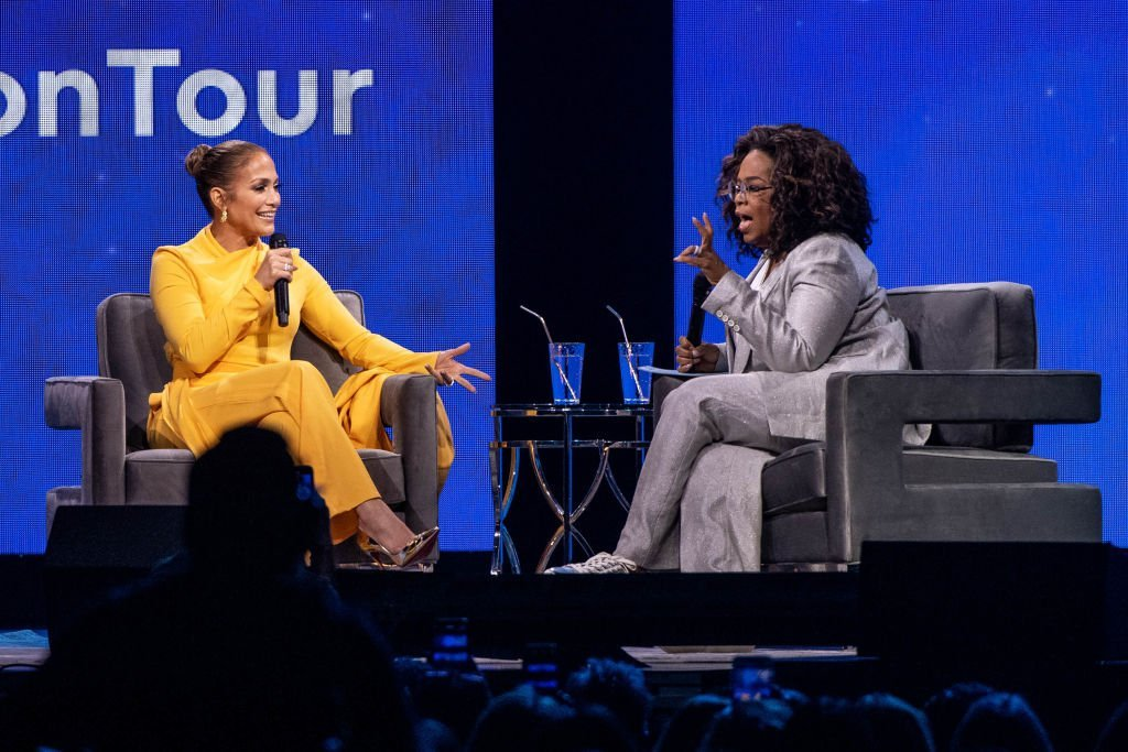 Oprah and Jennifer Lopez speak onstage during 'Oprah's 2020 Vision: Your Life in Focus Tour' at The Forum on February 29, 2020 in Inglewood, California. | Photo: Getty Images