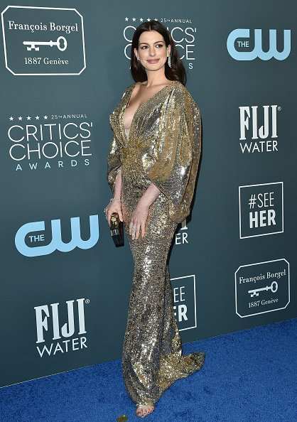 Anne Hathaway attended the 25th Annual Critics' Choice Awards at Barker Hangar on January 12, 2020 in Santa Monica, California. | Photo: Getty Images