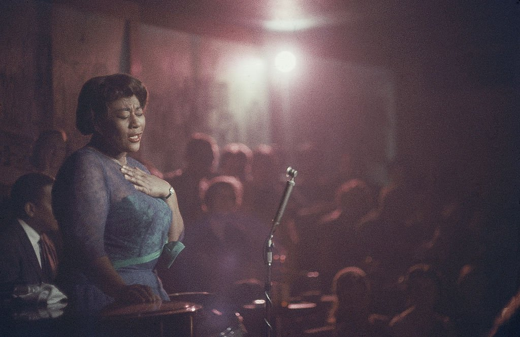 American jazz singer Ella Fitzgerald (1917 - 1996) performs, her eyes closed, at Mr. Kelly's nightclub, Chicago, Illinois, 1958. | Photo: Getty Images