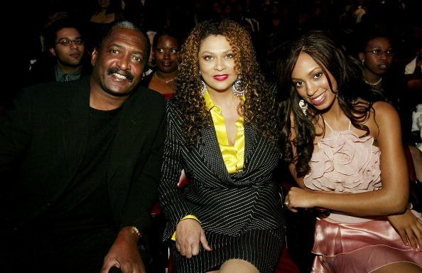 Matthew, Tina, and Solange Knowles at the Universal Amphitheatre, March 6, 2004 in Hollywood, California   Source: Getty Images