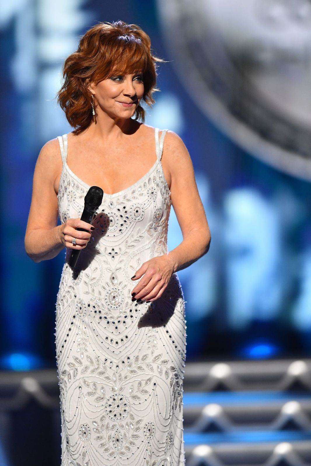 Reba McEntire performs onstage during the CMA Country Christmas on November 14, 2017, in Nashville, Tennessee   Photo: Jason Davis/WireImage/Getty Images