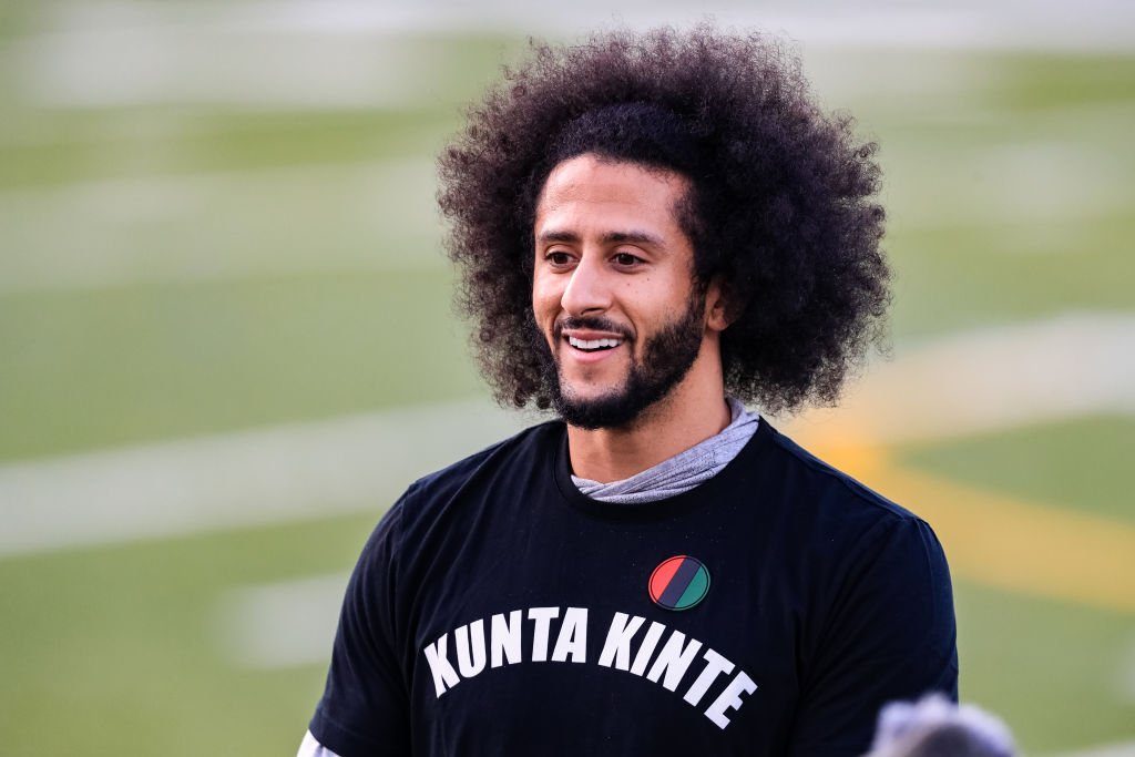 Colin Kaepernick on the field during NFL tryouts wearing a Kunta Kinte T-shirt on November 16, 2019. | Photo: Getty Images