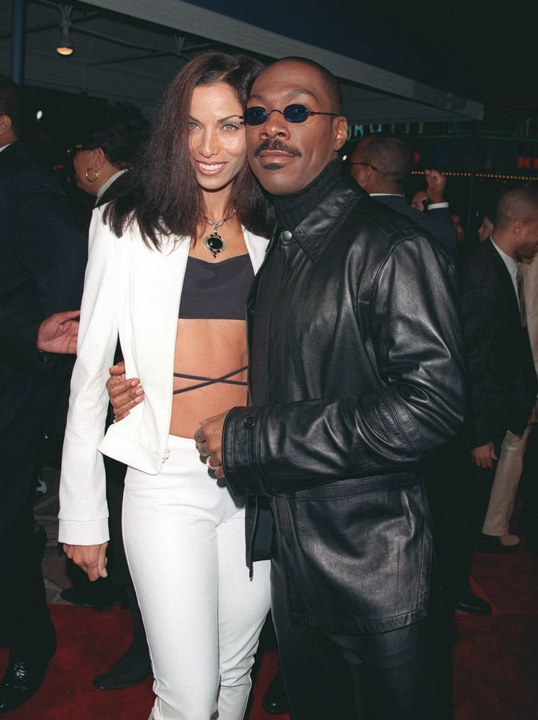 """Eddie and Nicole Murphy arrive at the """"Life"""" Movie premier in 1999 