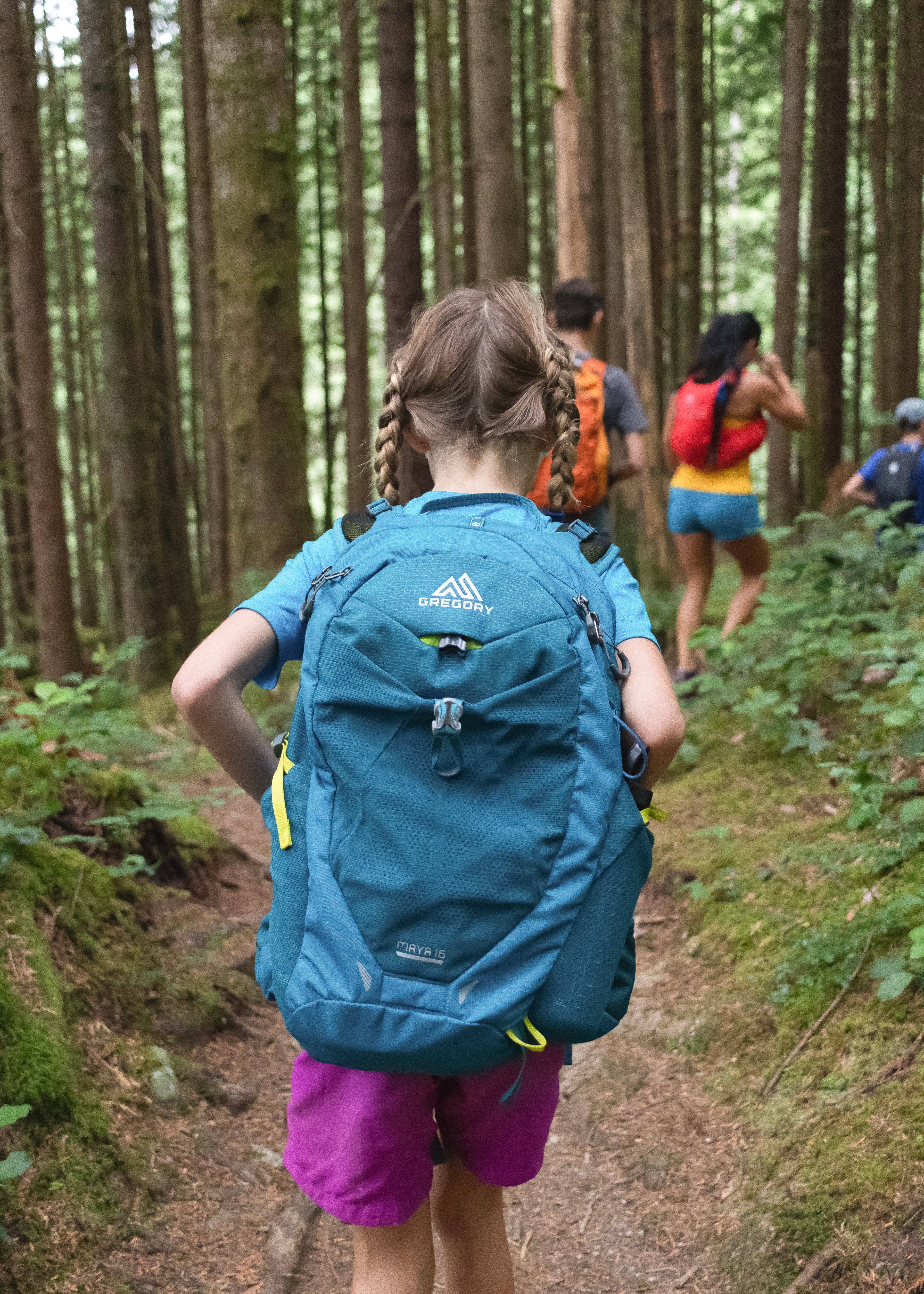 Girl with a blue backpack | Source: Unplash