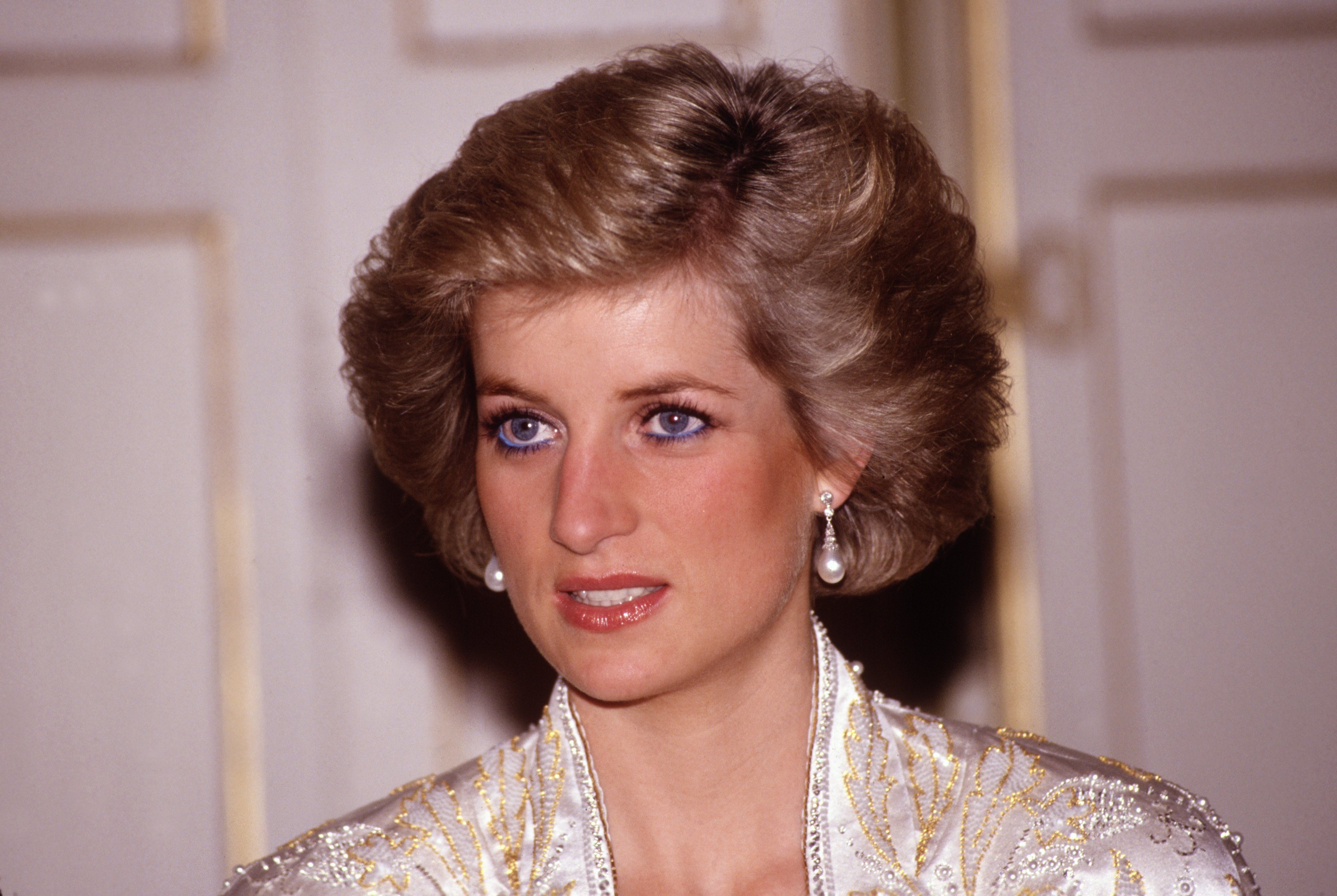 Diana Princess of Wales at a dinner given by President Mitterand in November, 1988 at the Elysee Palace in Paris, France during the Royal Tour of France.Diana wore a dress designed by Victor Edelstein | Source: Getty Images