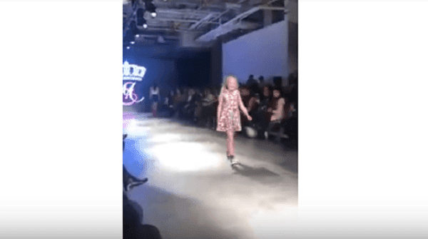 Amy Lee estuvo en el Fashion Week-Imagent tomada de YouTube-Crawley News 24