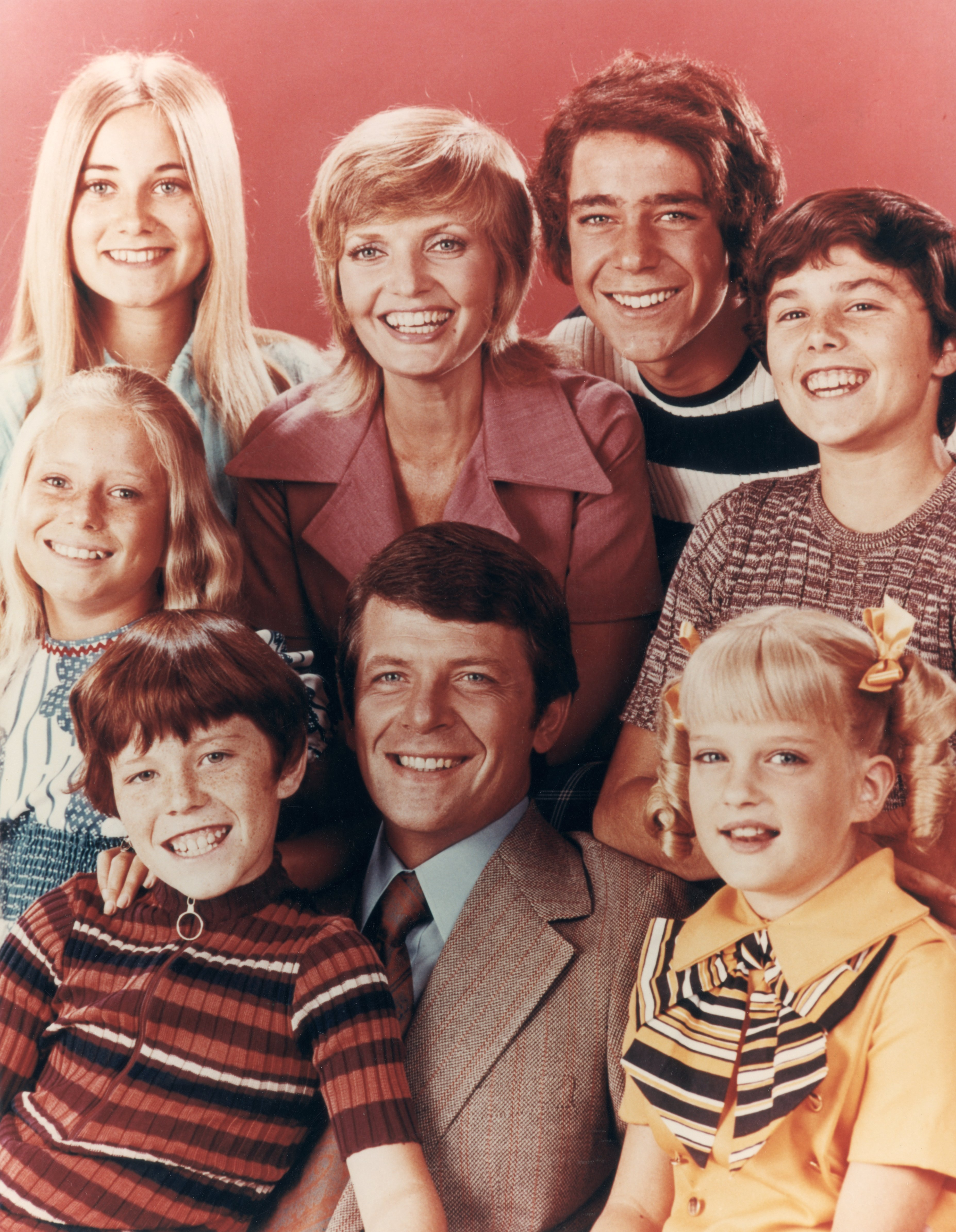 The Brady family, from the television series, 'The Brady Bunch'. Top row (left to right) Maureen McCormick, Florence Henderson, Barry Williams, Christopher Knight; bottom row: Eve Plumb, Mike Lookinland, Robert Reed and Susan Olsen.| Source: Getty Images