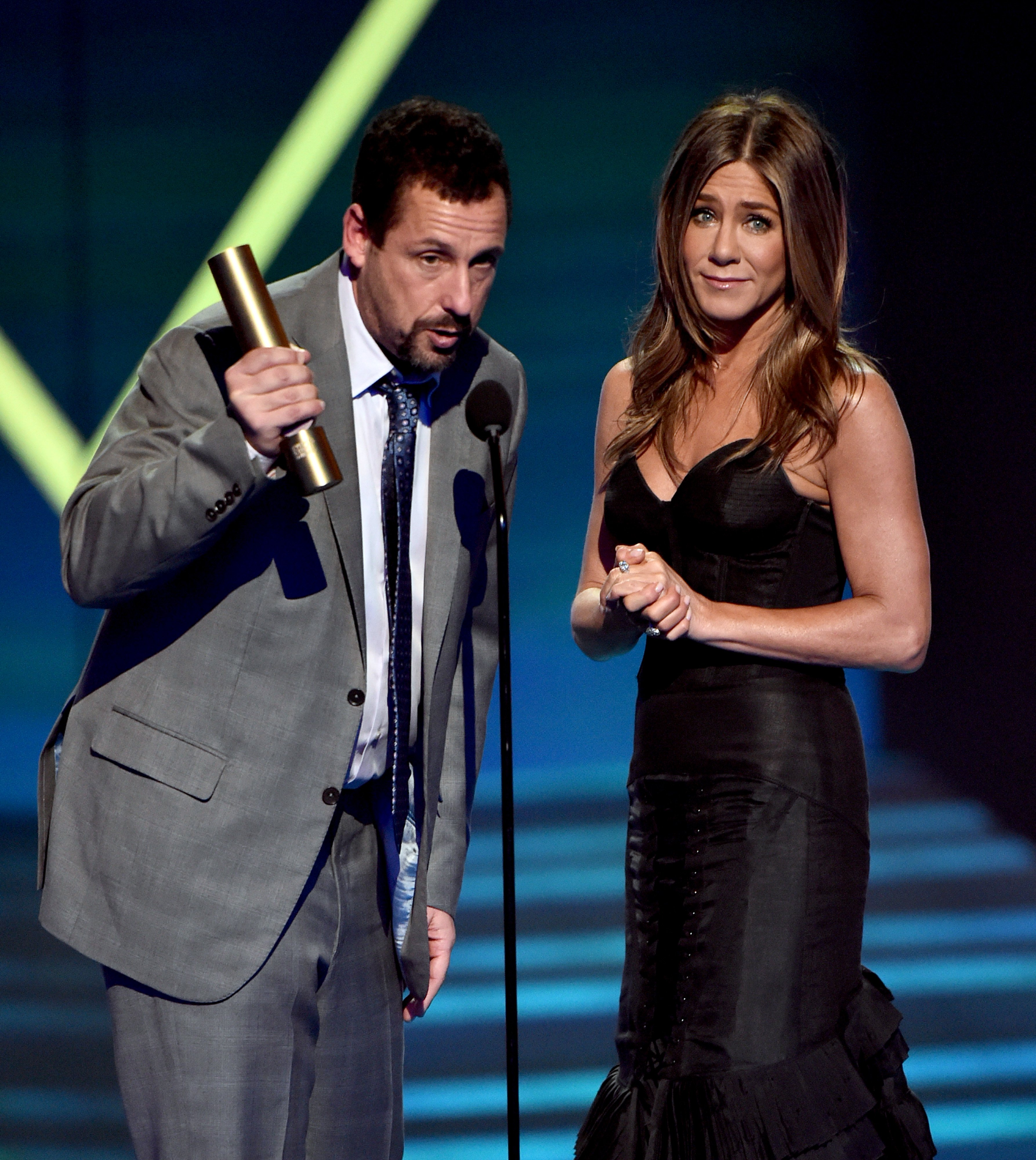 Adam Sandler and Jennifer Aniston accept the Comedy Movie of 2019 Award at the E! People's Choice Awards, 2019 | Photo: Getty Images