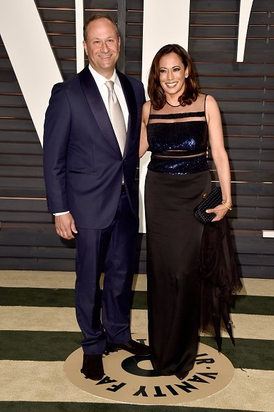Attorney Douglas Emhoff and California Attorney General Kamala Harris attend the 2015 Vanity Fair Oscar Party | Photo: Getty Images