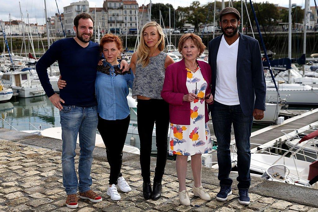 """Marion Game et d'autres acteurs de """"Scènes de ménages"""". l Source : Getty Images"""