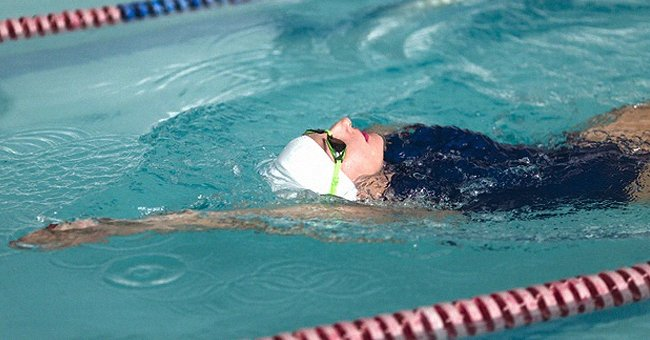 Daily Joke: A Blonde Woman Takes Part in a Swim Competition