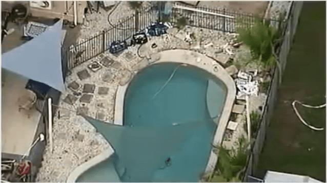 Vue aérienne de la piscine où les 2 bambins se sont noyés.   YouTube/DailyNewsUSA