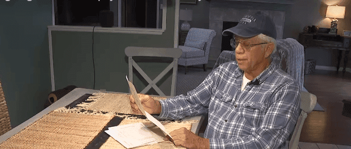 Mike Esmond reads the note sent by the city of Gulf Breeze to the households he helped on December 18 ,2019.  | Source: Facebook/weartv