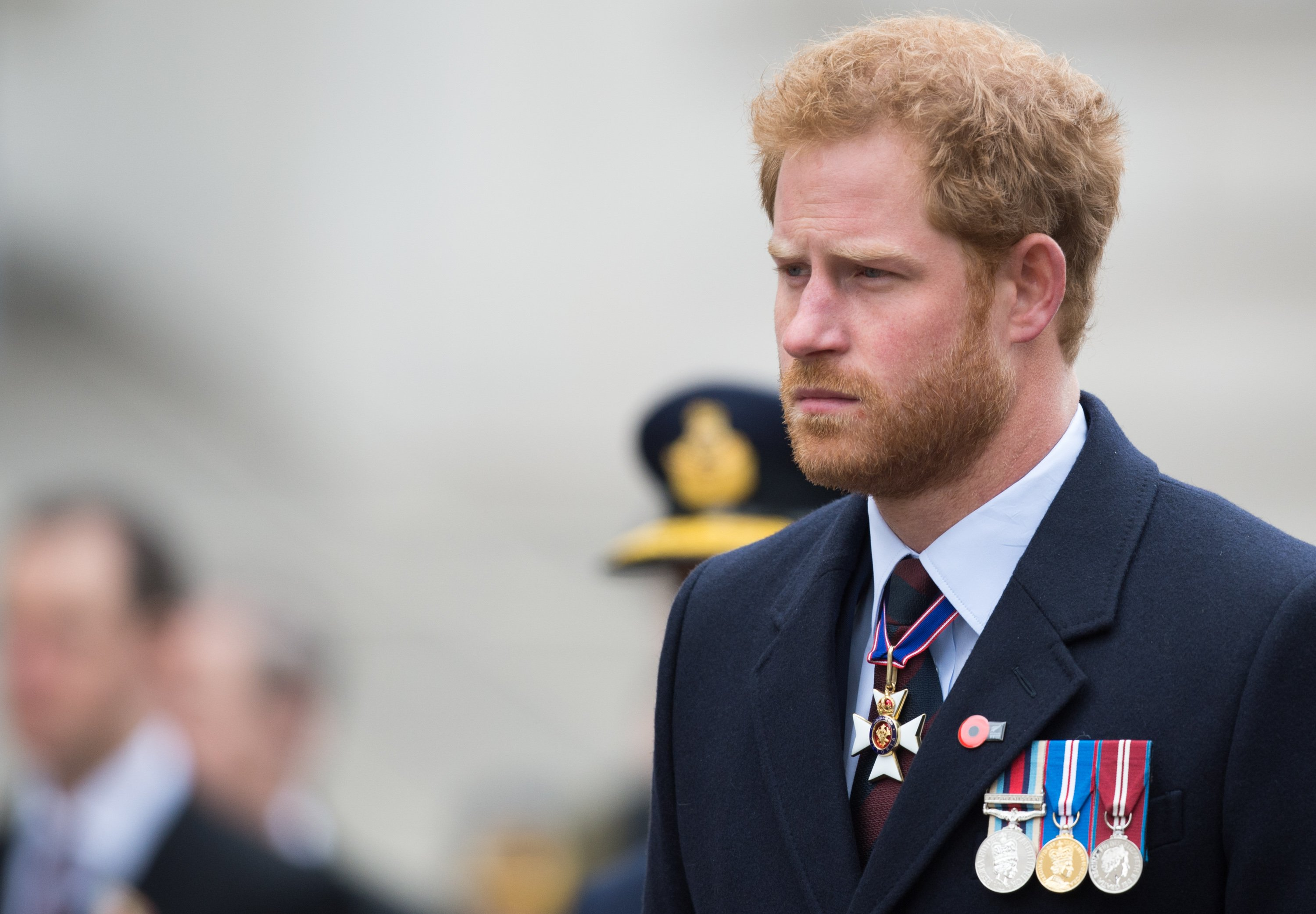 Prince Harry at a dawn service at Wellington Arch for Anzac Day commemorations, England, 2016. | Photo: Getty Images