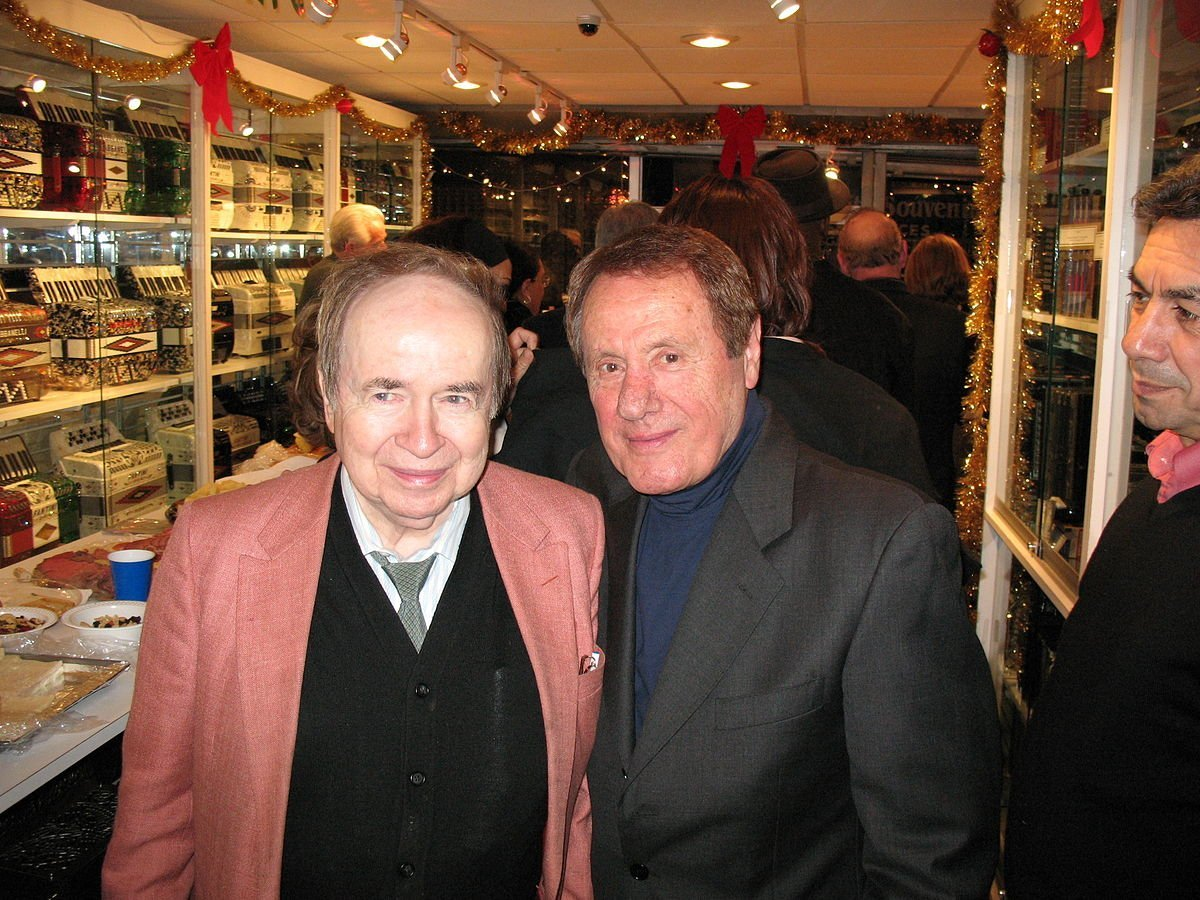 Joe Franklin and Alex Carozza at Alex' Accordion Museum and shop in New York City in 2007. | Photo: Wikimedia Commons
