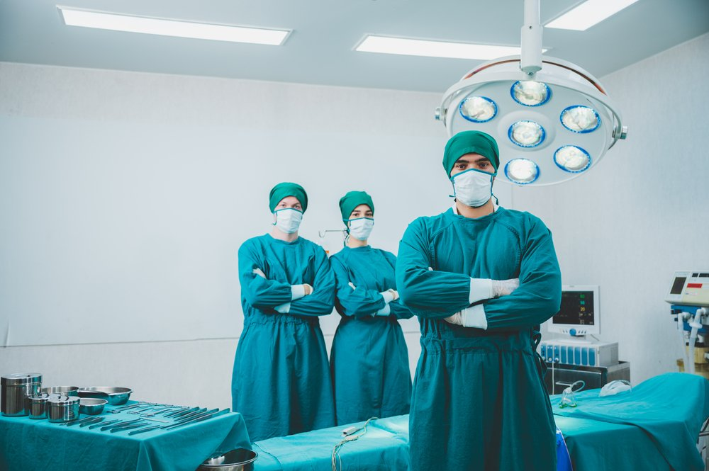 A photo of a doctor and his team prepped and ready for surgery | Photo: Shutterstock