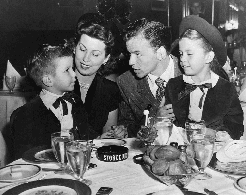 Frank Sinatra, his wife and children, Nancy and Frankie, Jr, having dinner in the Cub room at Sherman Billingsley's Stork Club, dispelling any rumors of a breakup with his wife. October 17, 1947 | Photo: Getty Images