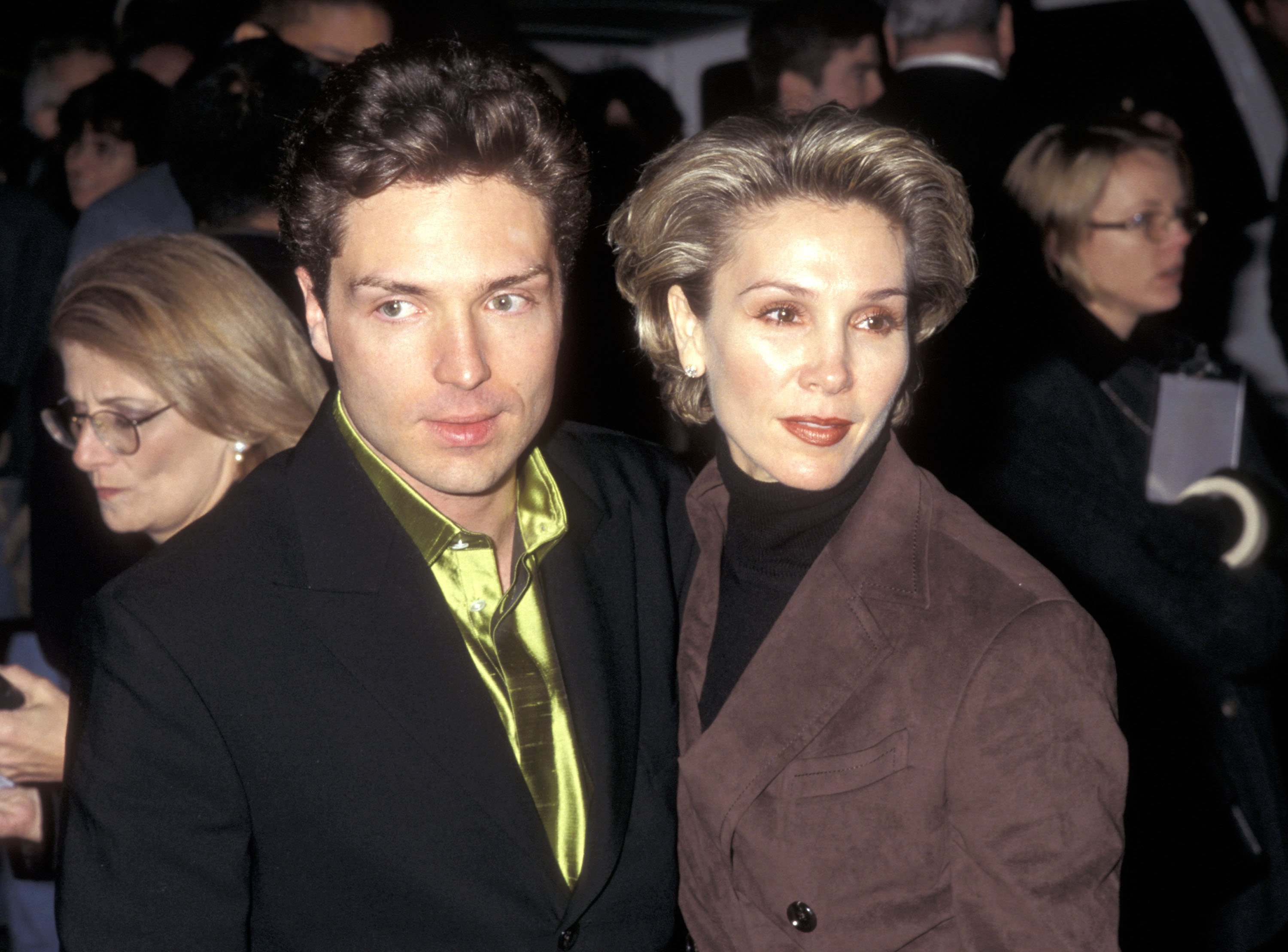 Richard Marx and actress Cynthia Rhodes attend The Mirror Has Two Face New York City Premiere on November 10, 1996 | Photo: GettyImages
