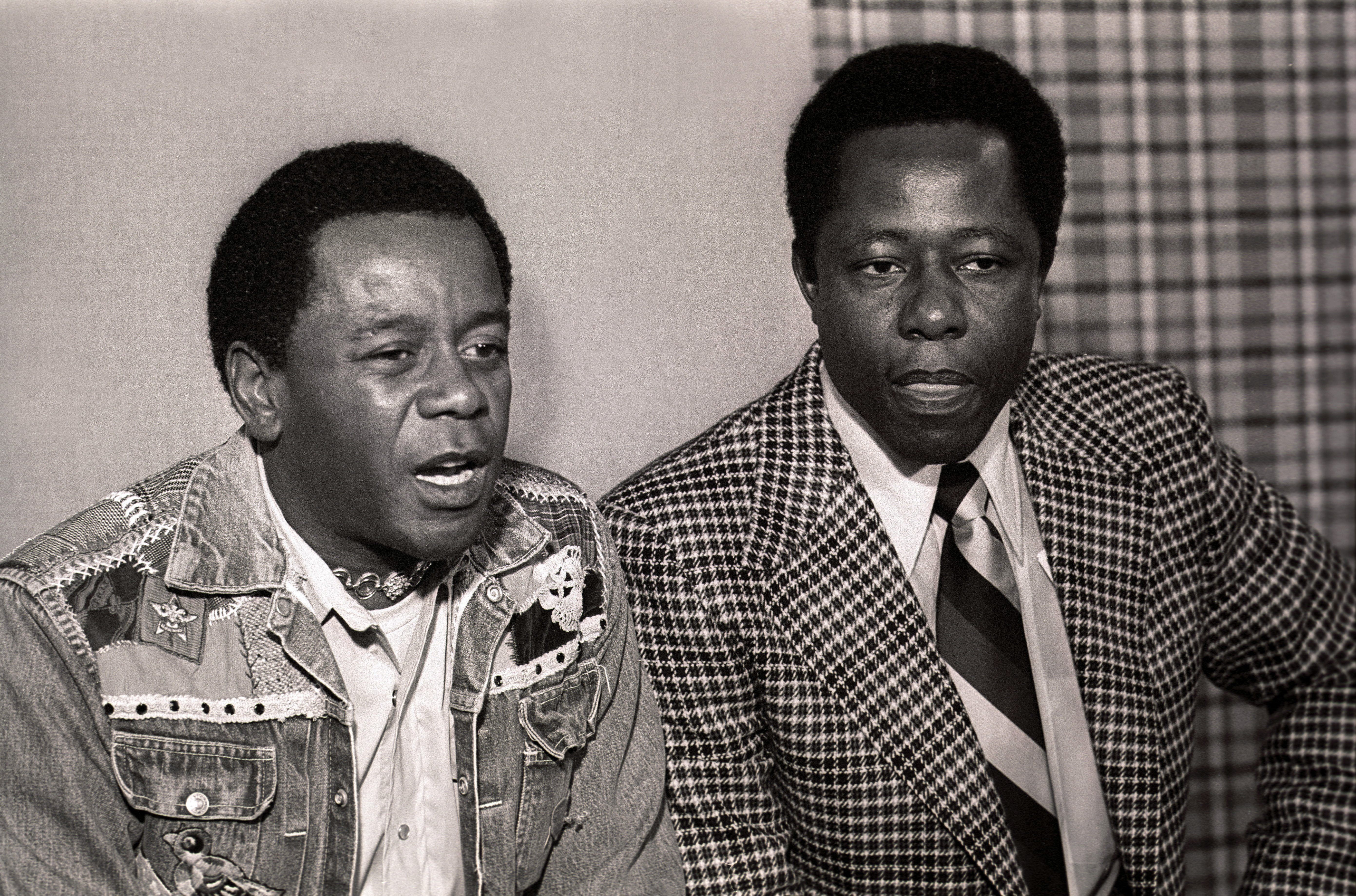 "Flip Wilson and Hank Aaron talk during a press conference before filming NBC-TV's ""The Flip Wilson Show"" on October 15, 1973 
