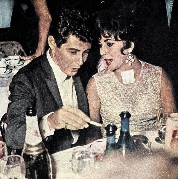Eddie Fisher and Elizabeth Taylor, 1961. | Source: Wikimedia Commons