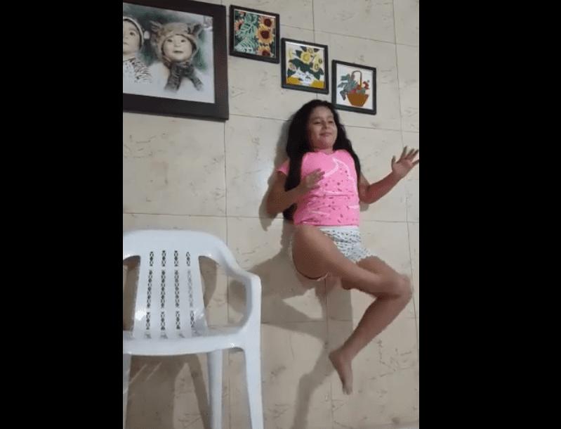Une fille qui fait un tour / Image prise de : Facebook / SocialUniPamplona