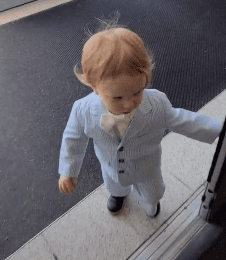 Toddler is excited to join his mother for her job interview | Photo: Tiktok/@314handcrafted