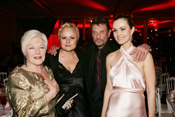 Line Renaud, Muriel Robin, Johnny Hallyday and Laetitia Hallyday.   Photo : Getty Images