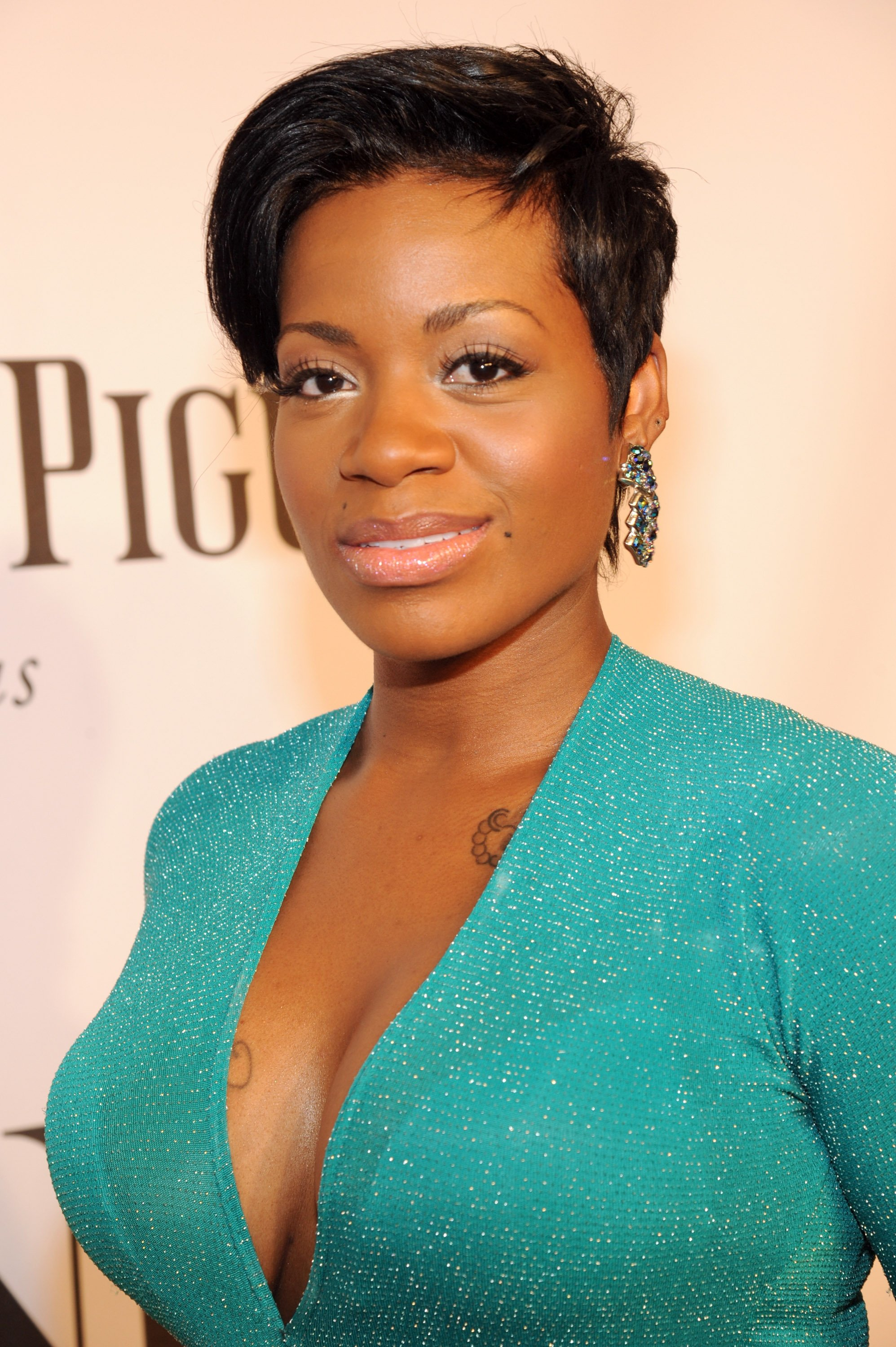 Singer Fantasia Barrino walking the red carpet at the Radio 2014 Tony Awards at the Radio City Music Hall in New York on June 8, 2014  | Photo: Getty Images