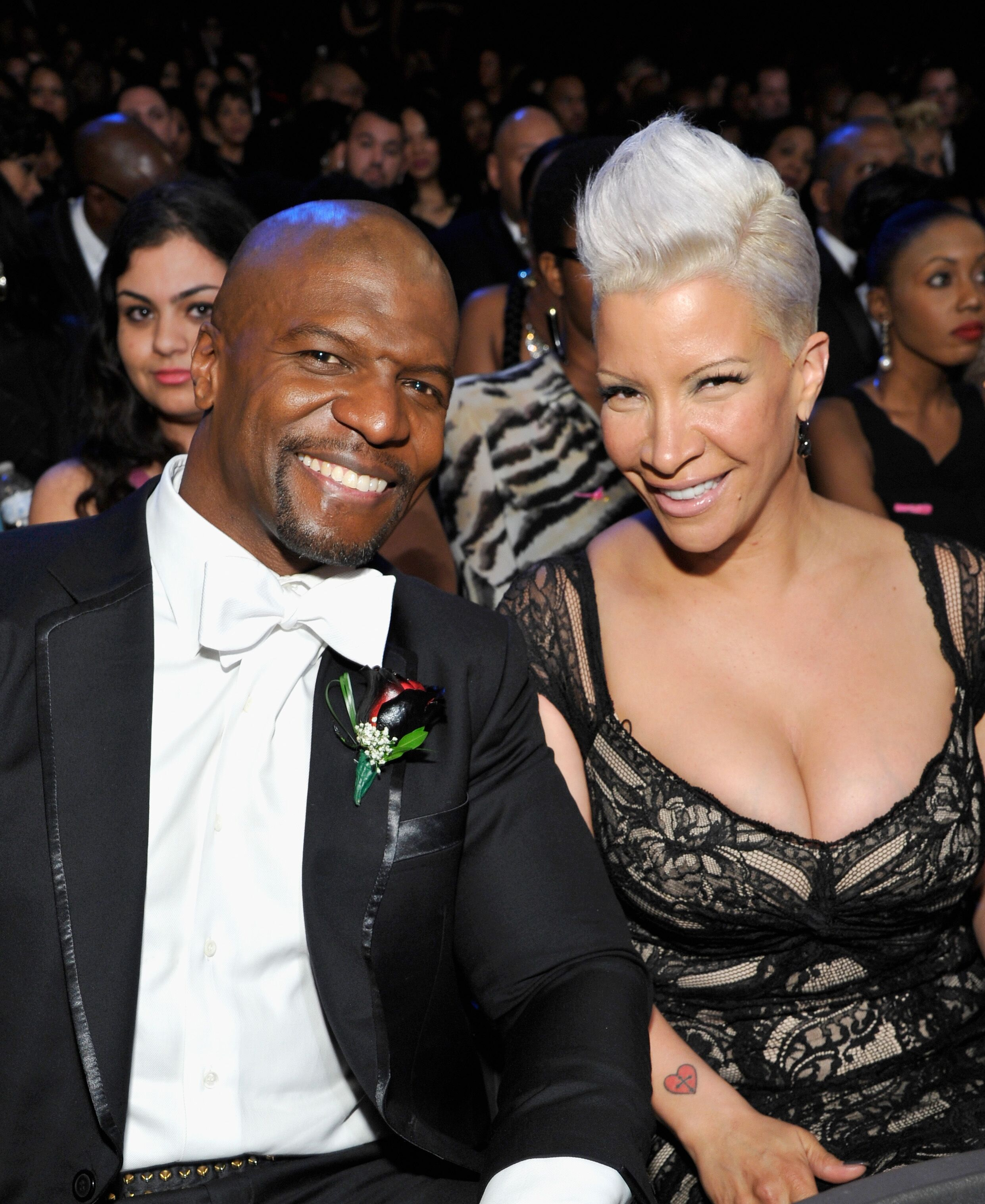 Terry Crews (L) et son épouse Rebecca King-Crews assiste à la 45e NAACP Image Awards présenté par TV One au Pasadena Civic Auditorium. | Source : Getty Images