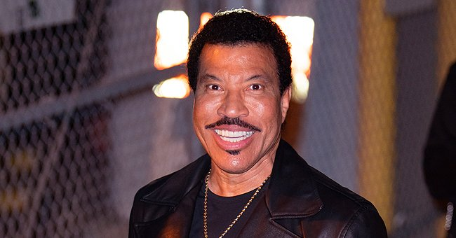 Lionel Richie Poses Adorably with His Two Grown-Up Daughters Sofia and Nicole in a Cute New Snap