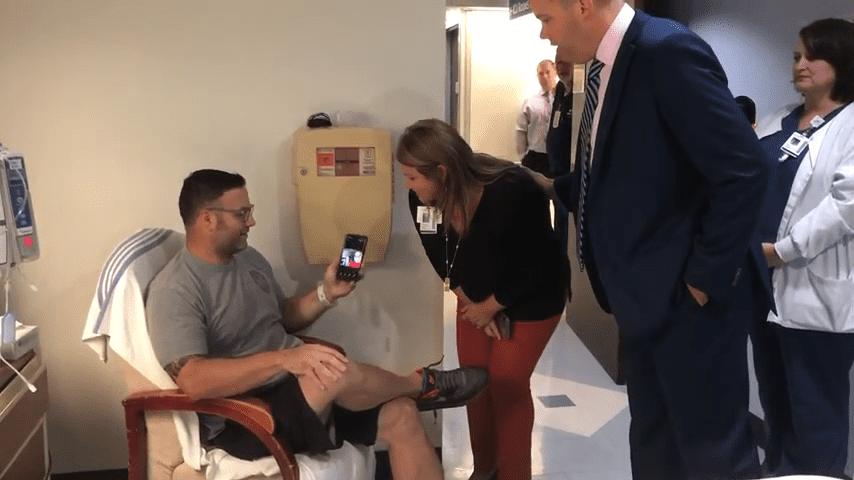 El Sgto.Mattaline en el hospital. │Imagen tomada de: YouTube /  SSM Health Saint Louis University Hospital