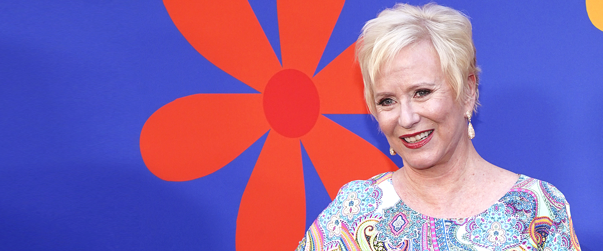Eve Plumb Enjoys a Bermudan Beach While Looking Stunning at 61 Years Old