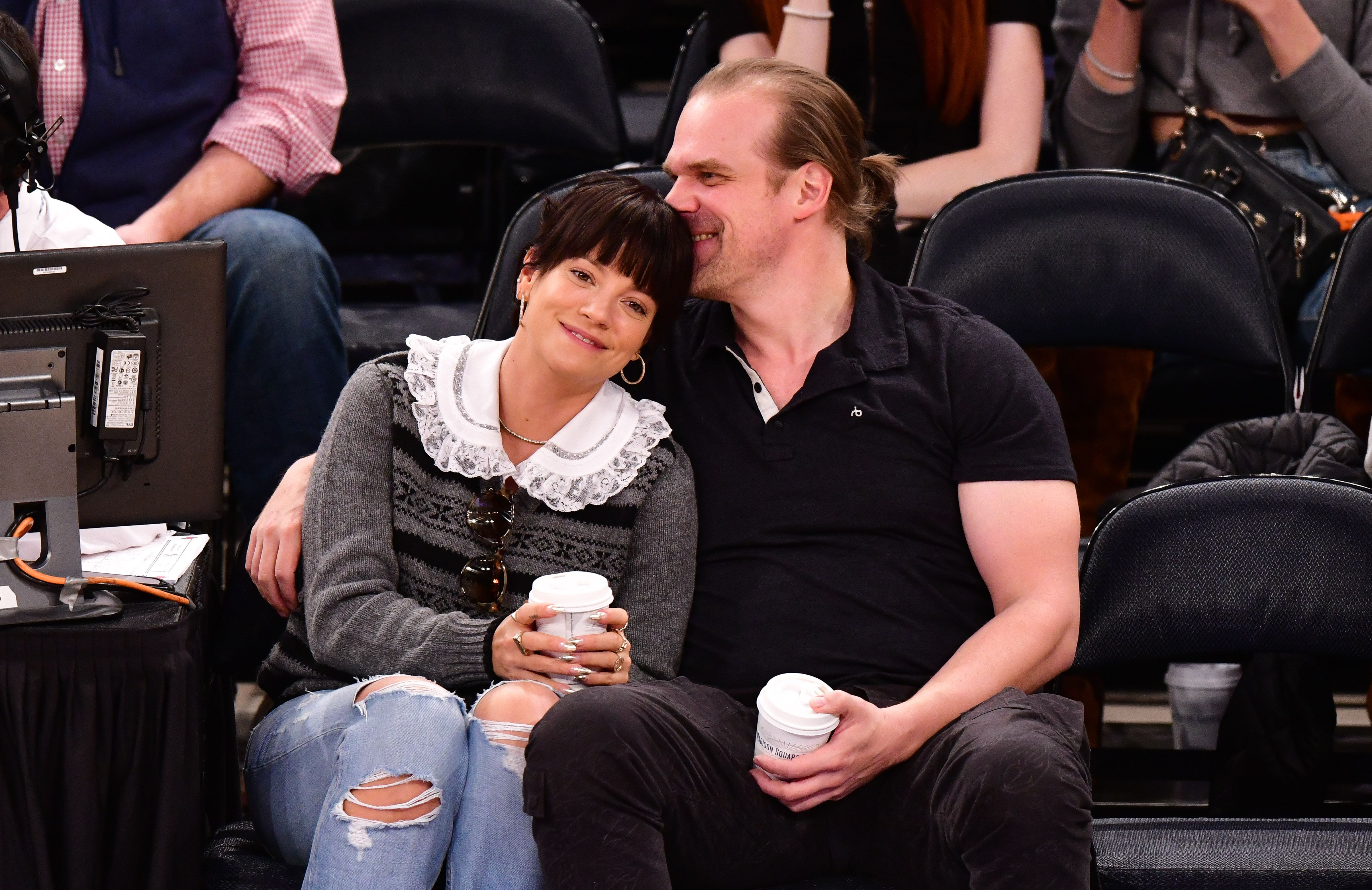 Lily Allen and David Harbour at theNew York Knicks v New Orleans Pelicans preseason game on October 18, 2019, in New York City   Photo:James Devaney/Getty Images