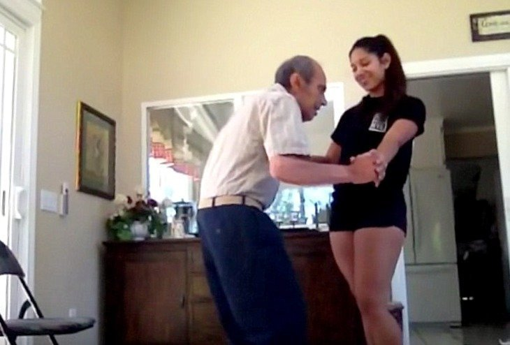 A 93-year-old man dancing with his granddaughter | Photo: YouTube/Entergalactic