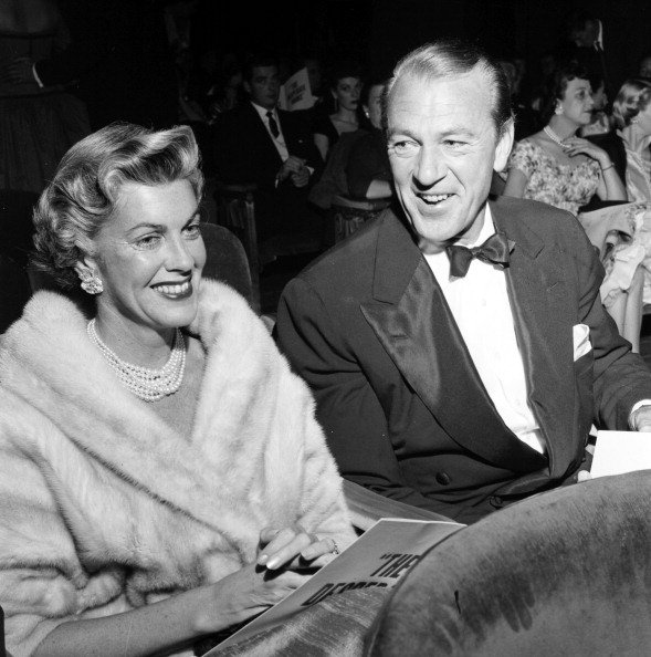 Gary Cooper and Veronica Balfe in Los Angeles, California in 1955. | Photo: Getty Images