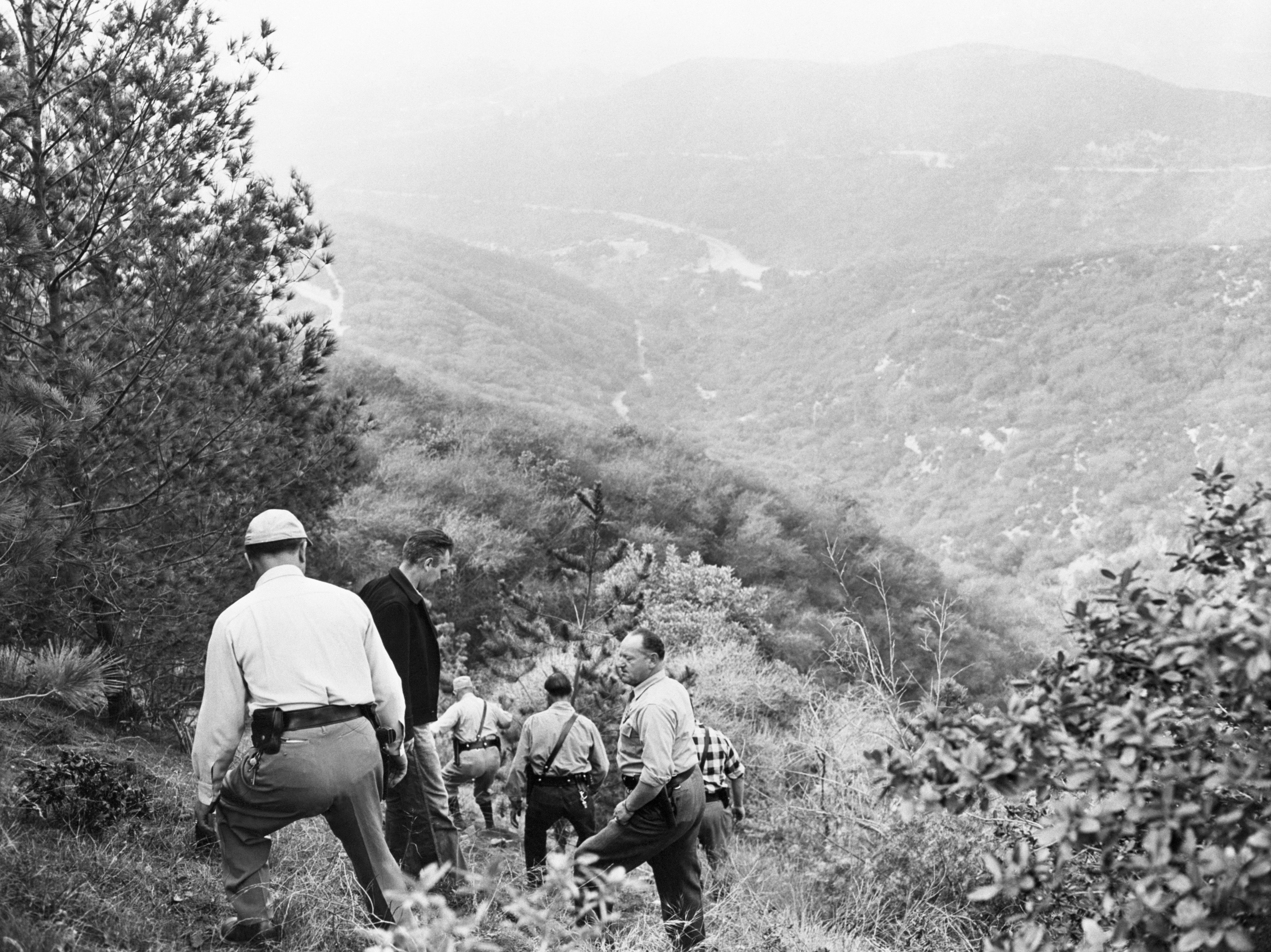 Search party in Griffith Park looking for clues about Spangler's disappearance after finding her purse in the park, Los Angeles, 1949 | Photo: Getty Images